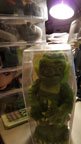 UNIVERSAL MONSTERS CREATURE - Plush Beanie in Coffin